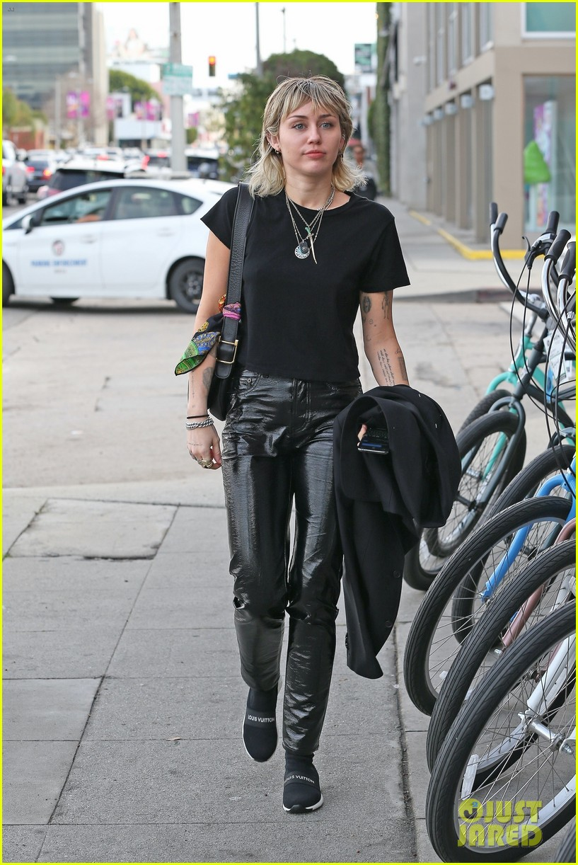 miley cyrus heads to recording studio 01