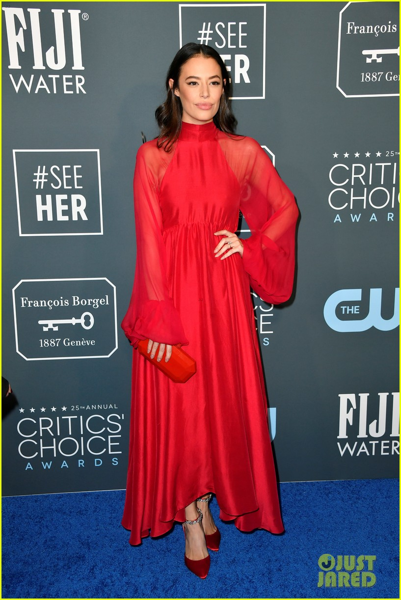 adam devine chloe bridges critics choice awards 05