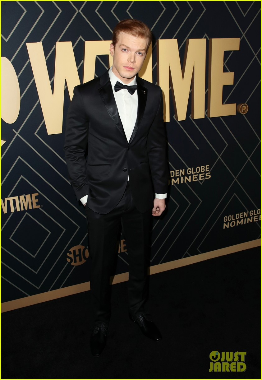 dominic sherwood attends showtime pre golden globes event with molly burnett 02