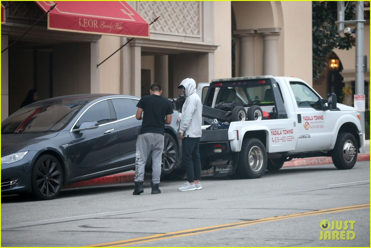 zac efron car breaks down while out in beverly hills 01