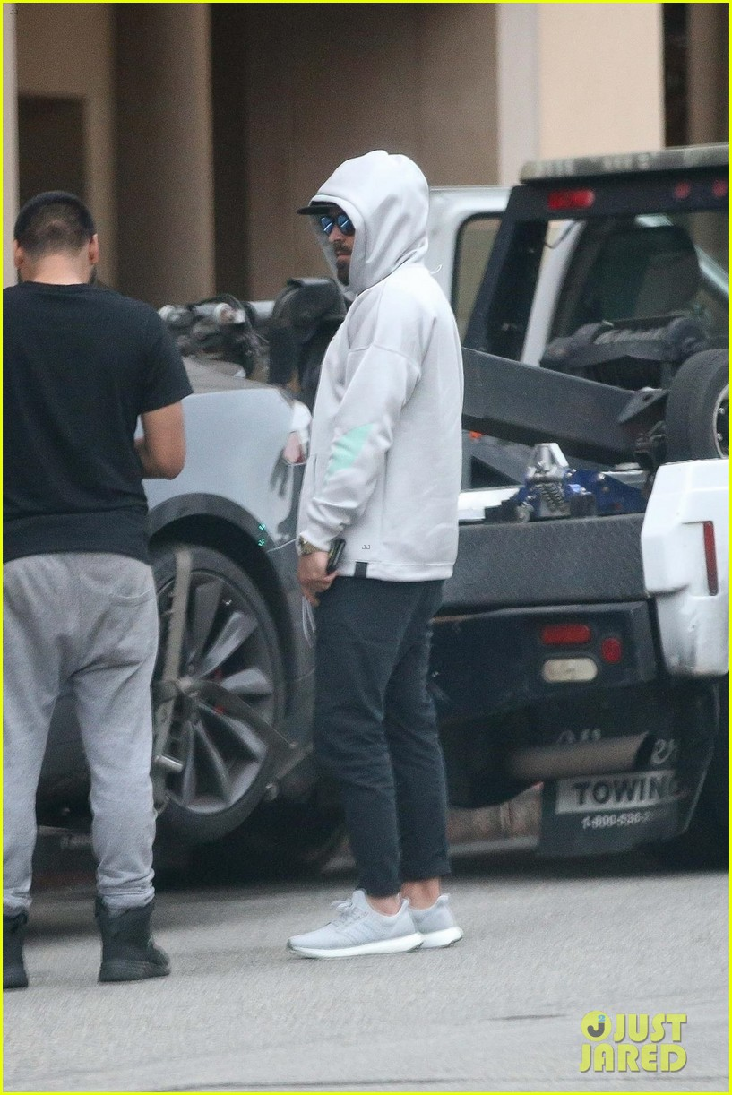 zac efron car breaks down while out in beverly hills 02