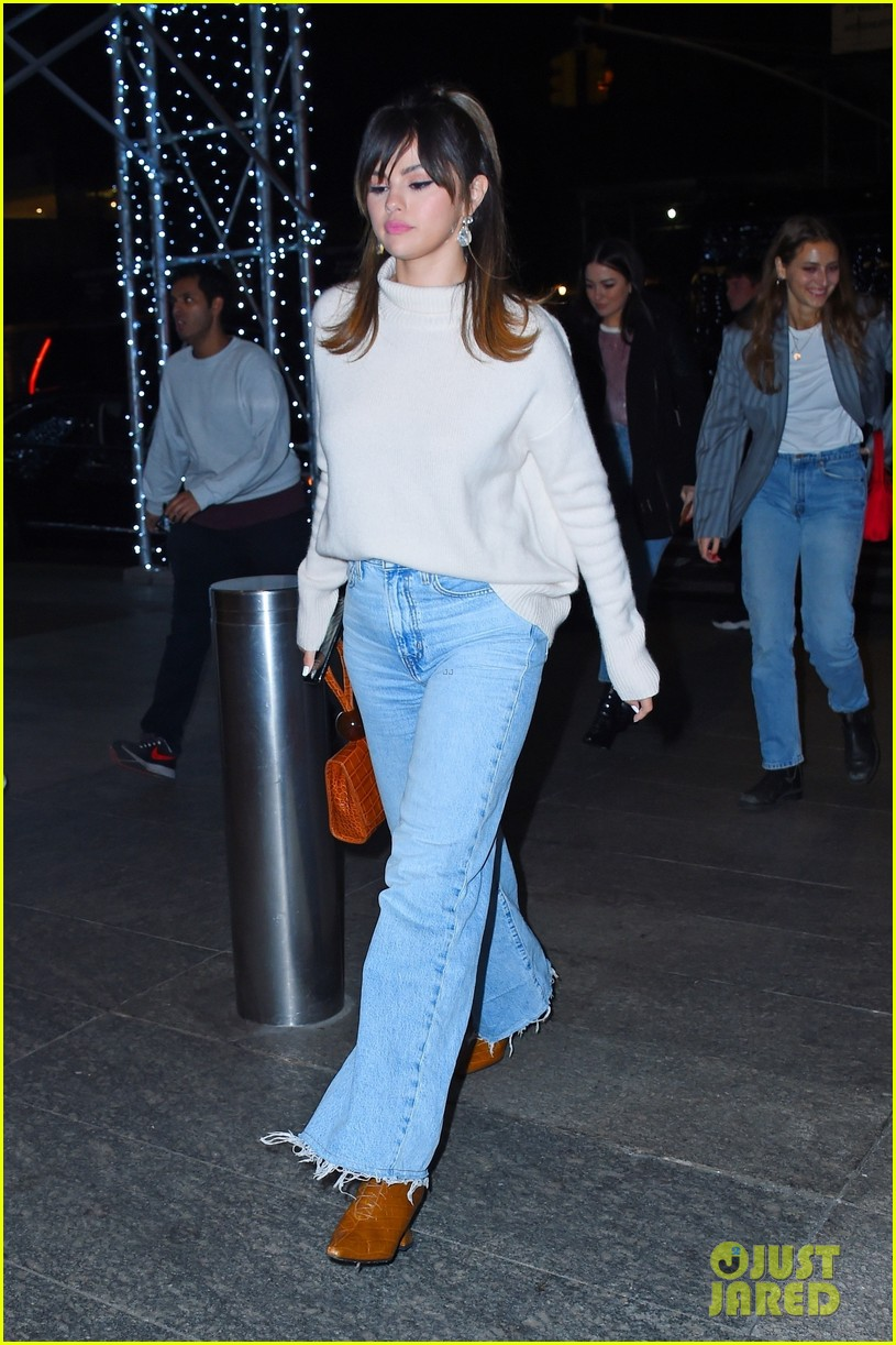 selena gomez pretty vintage inspired outfit dinner with friends 01