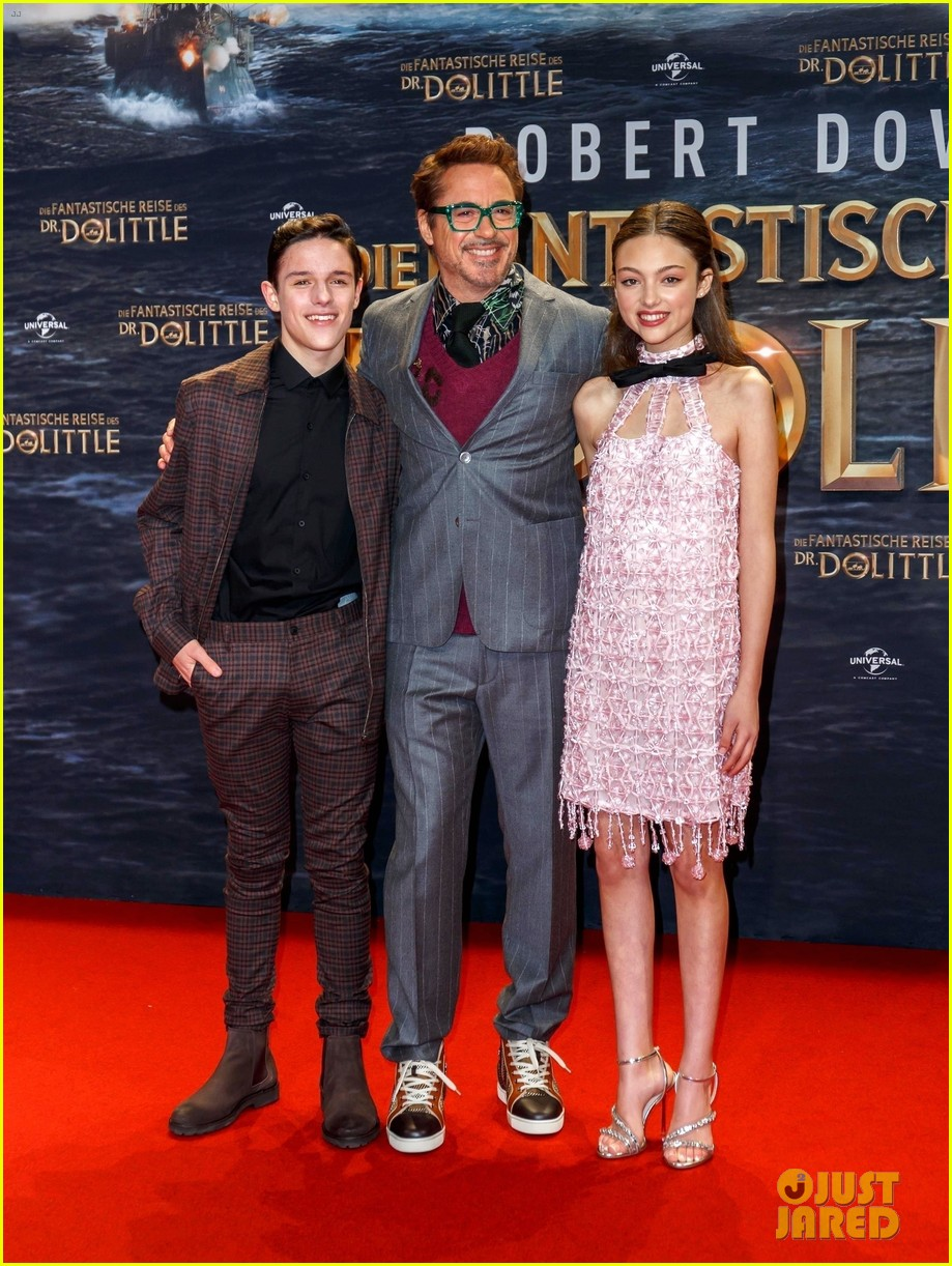 harry collett carmel lanadio premiere new movie dolittle in berlin 02