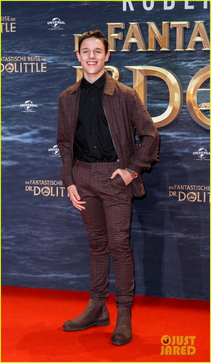 harry collett carmel lanadio premiere new movie dolittle in berlin 03
