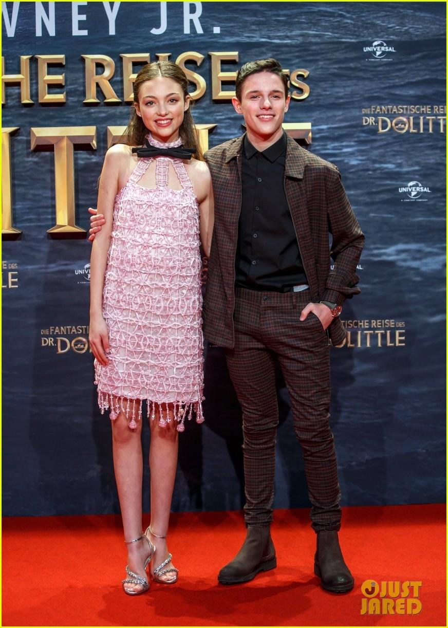 harry collett carmel lanadio premiere new movie dolittle in berlin 04