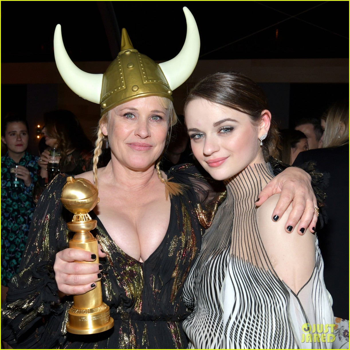 joey king reveals how patricia arquette gave her that bruise 02