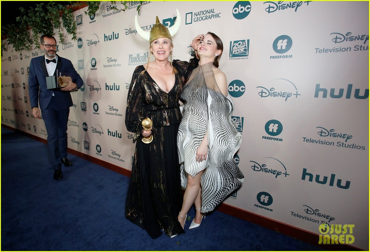 joey king reveals how patricia arquette gave her that bruise 03
