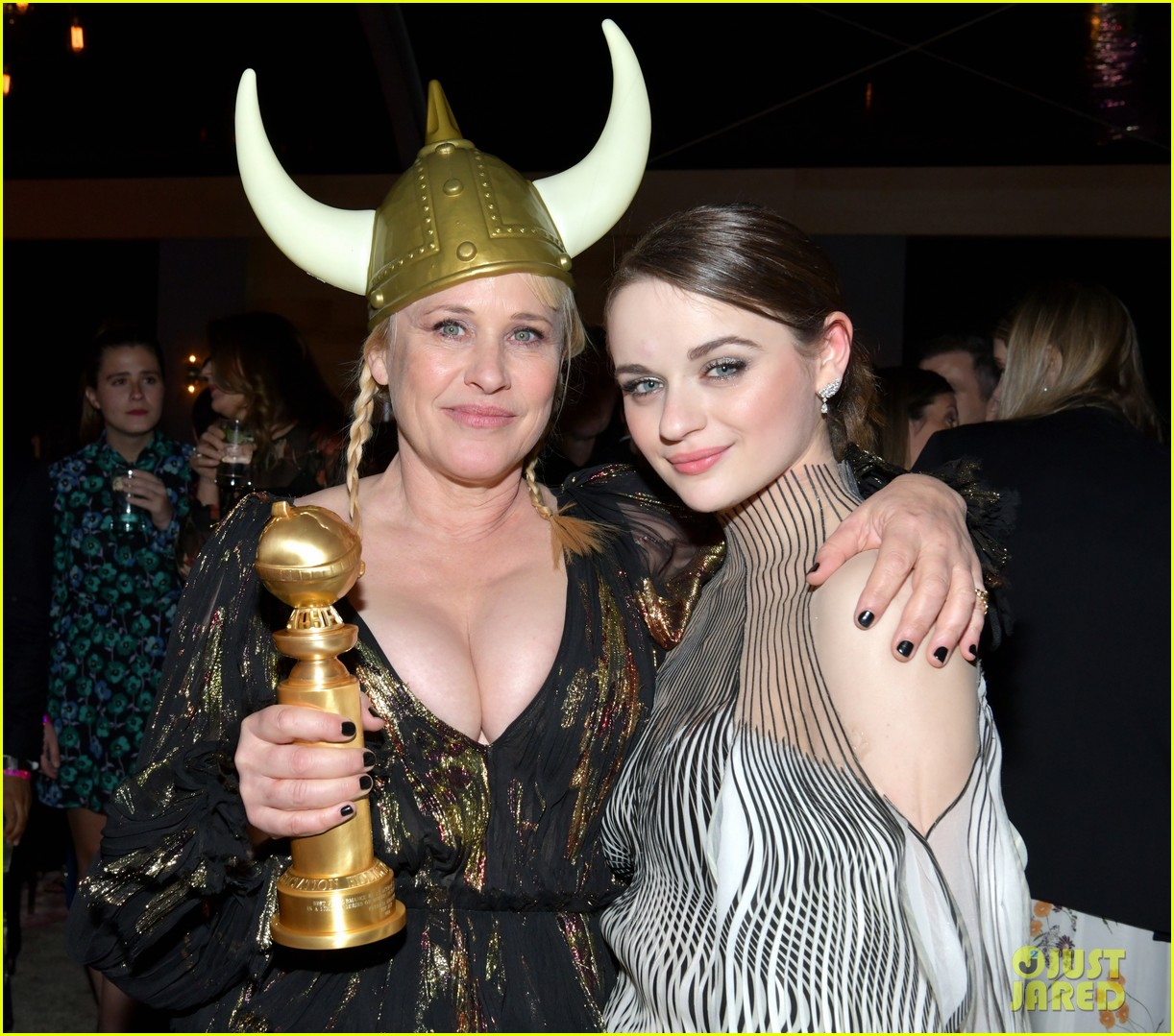joey king reveals how patricia arquette gave her that bruise 04