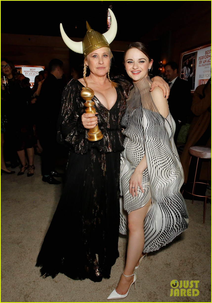 joey king reveals how patricia arquette gave her that bruise 05