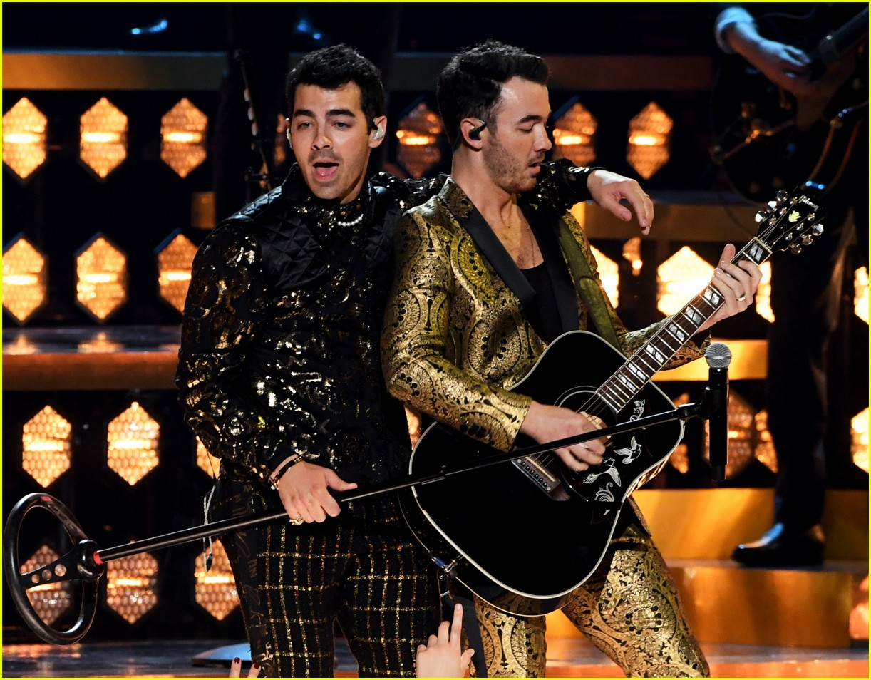 jonas brothers performance 2020 grammys 04