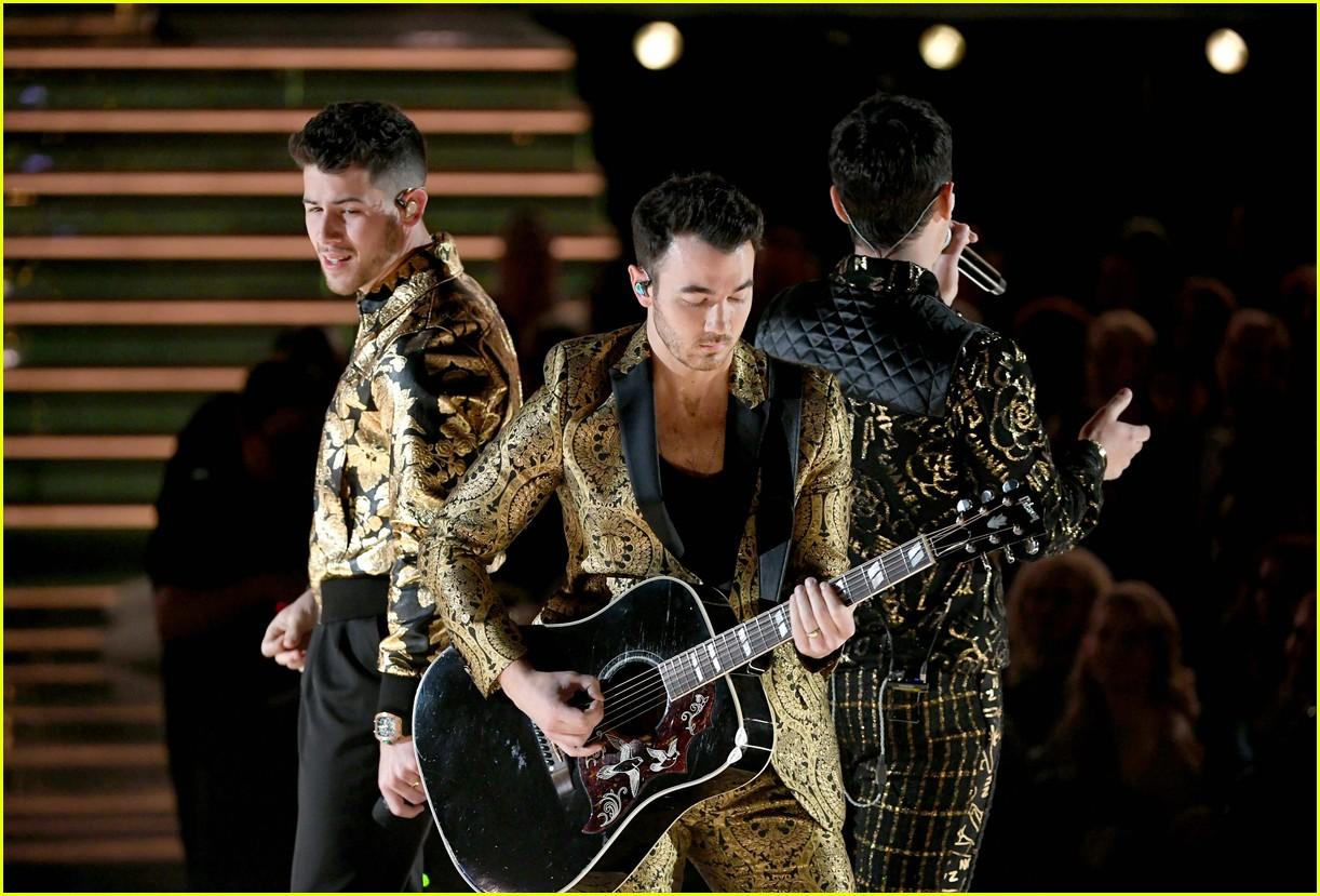 jonas brothers performance 2020 grammys 06