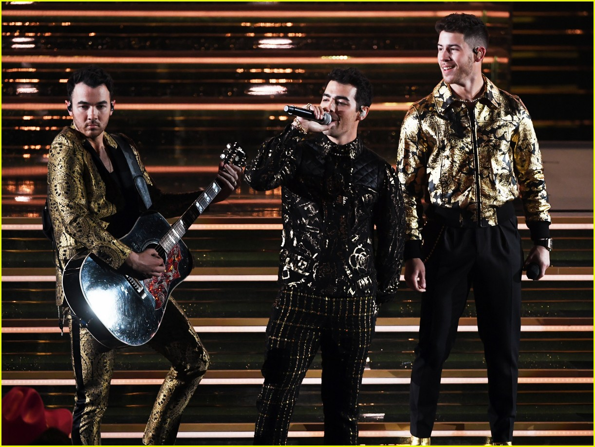 jonas brothers performance 2020 grammys 16