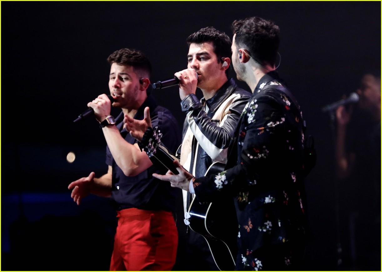 jonas brothers performance 2020 grammys 22