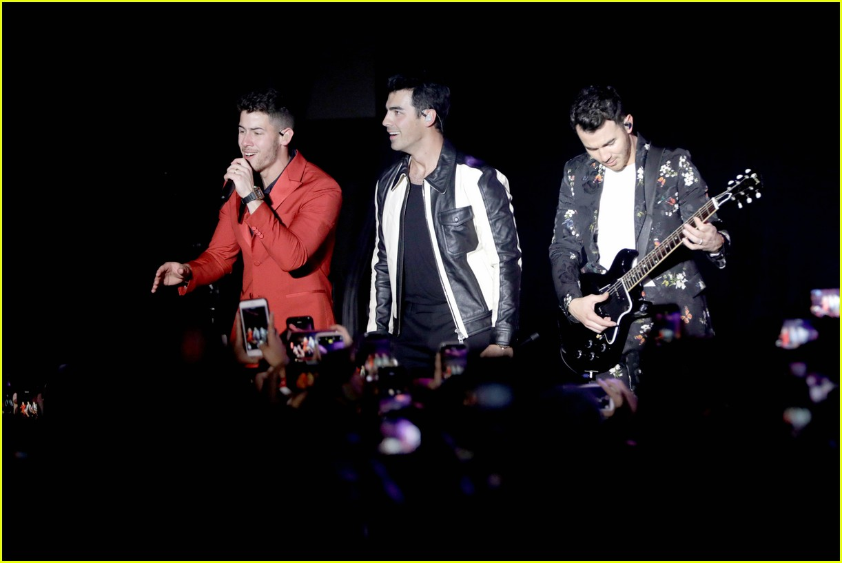 jonas brothers performance 2020 grammys 25