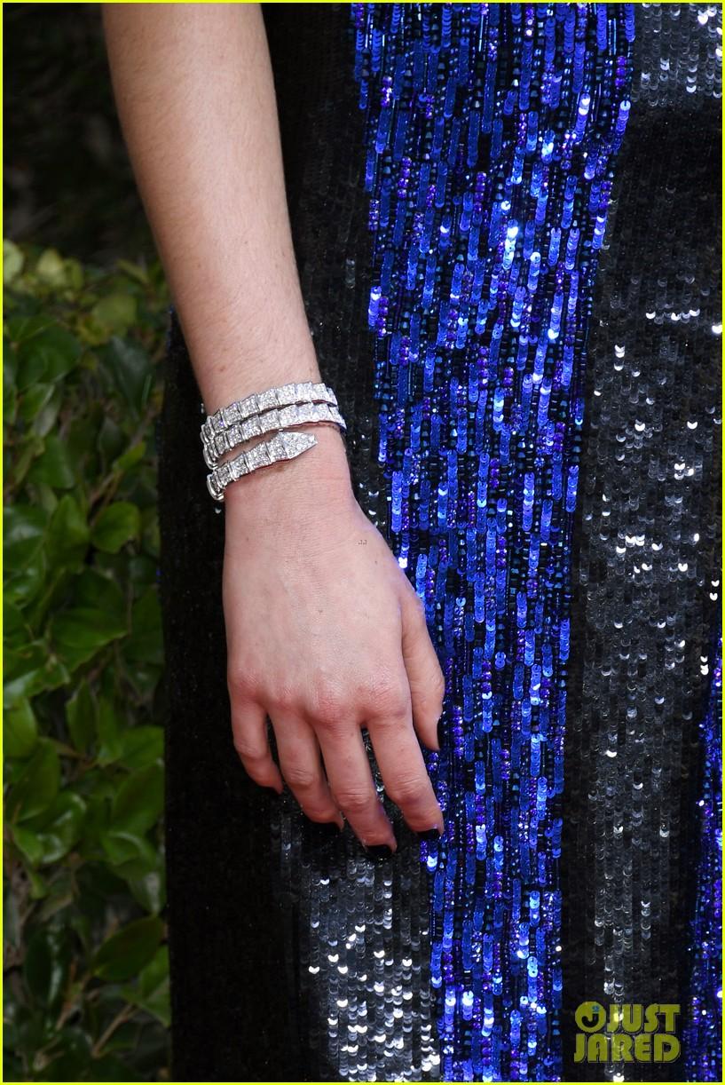 shailene woodley bold blue dress golden globes 2020 02