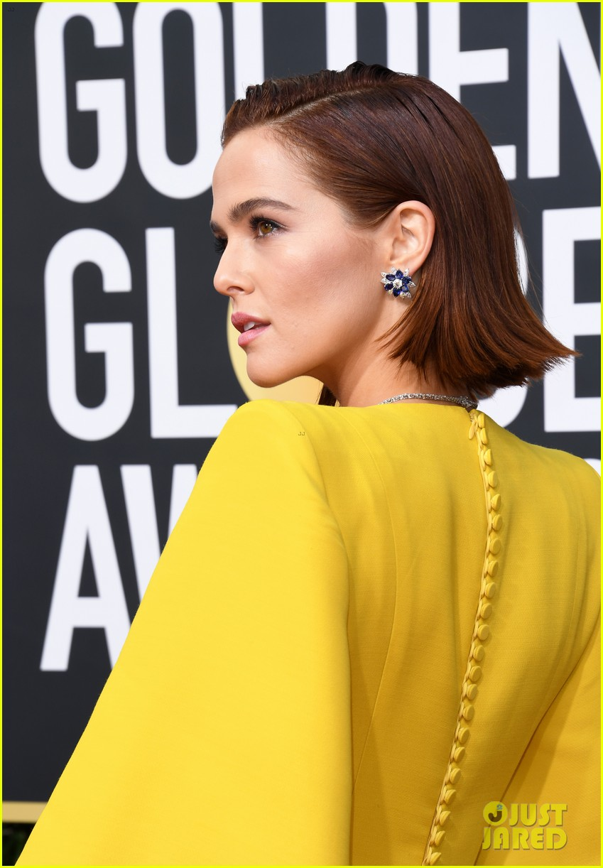 Zoey Deutch Brightens Up The Red Carpet At Golden Globes