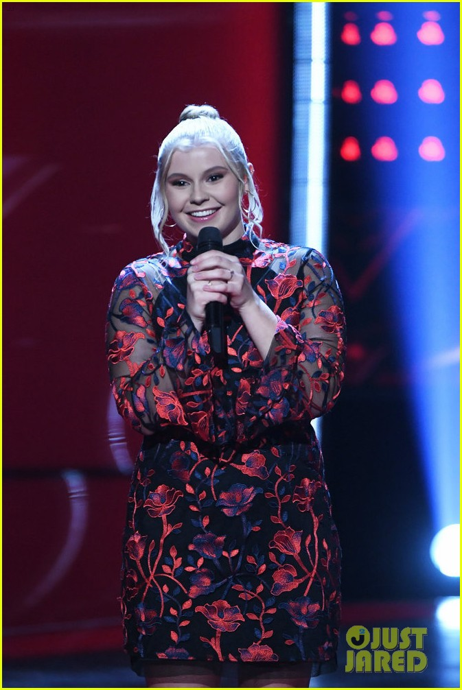chelle got a super quick chair turn on the voice 01