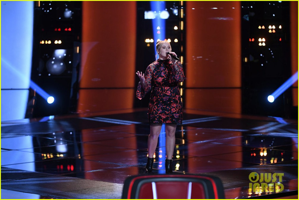 chelle got a super quick chair turn on the voice 03