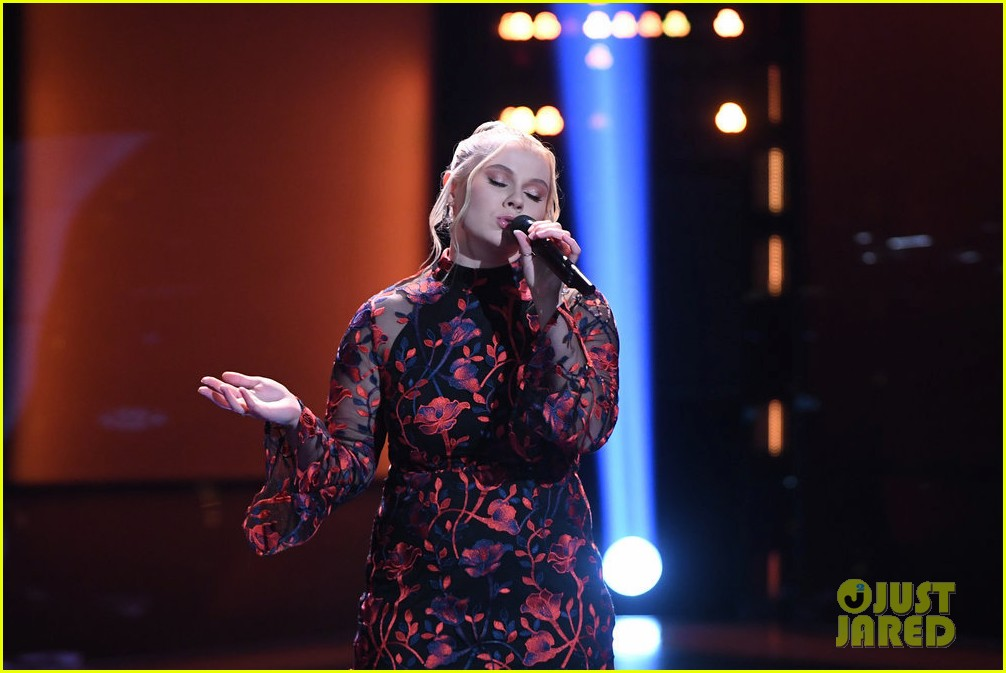 chelle got a super quick chair turn on the voice 05