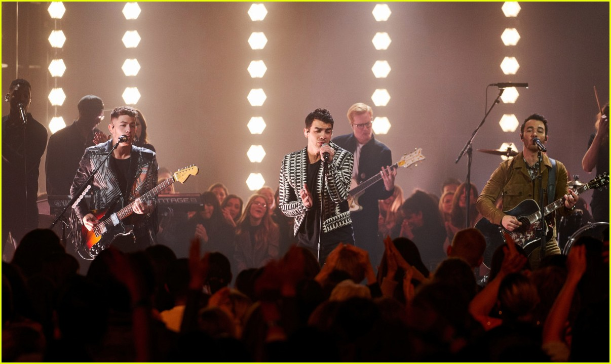 jonas brothers on corden 01