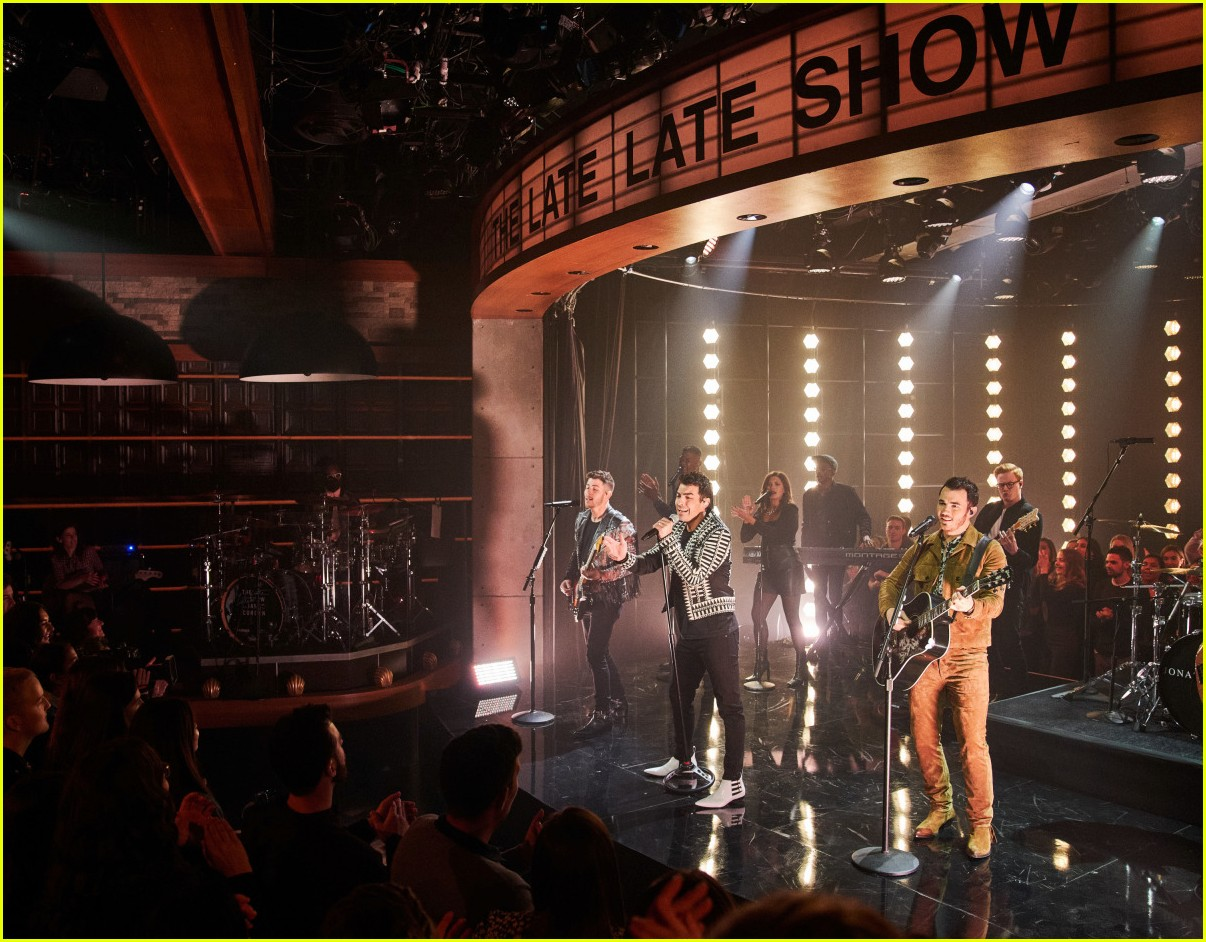 jonas brothers on corden 02