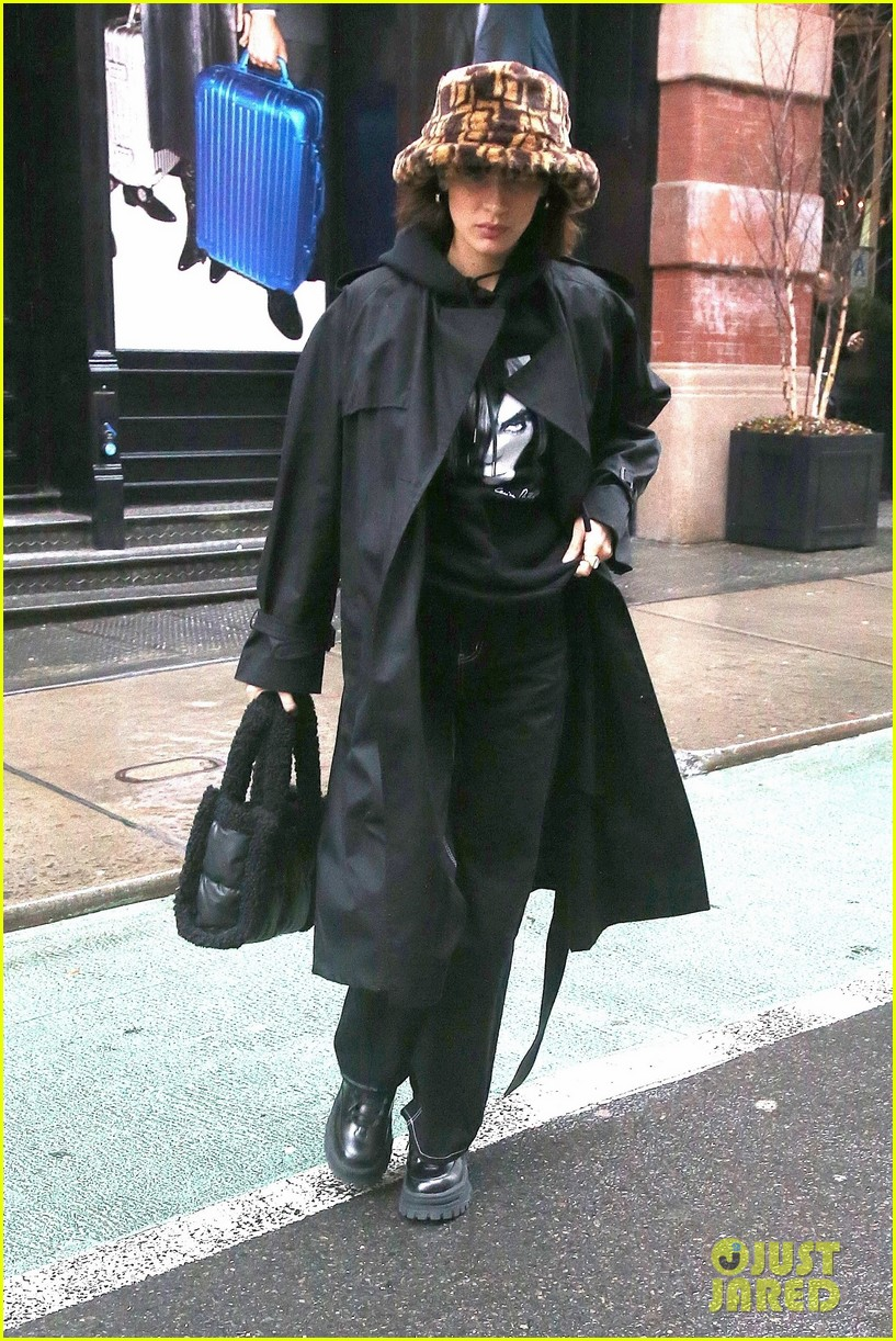 kendall jenner bella gigi hadid out during nyfw 01
