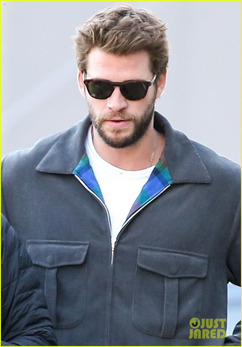 liam hemsworth varvatos shopping pics 02