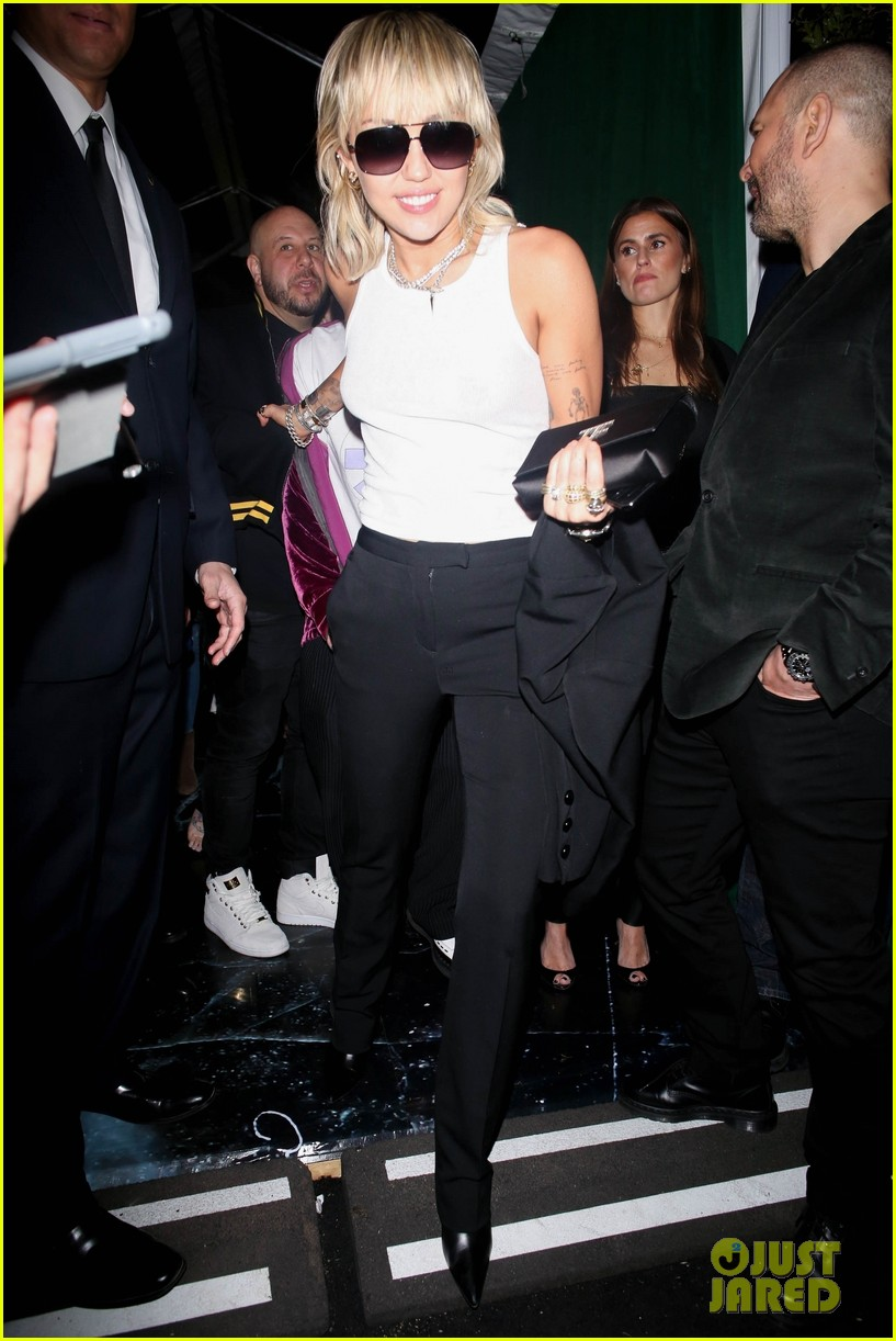 miley cyrus liam hemsworth at same oscar party 01