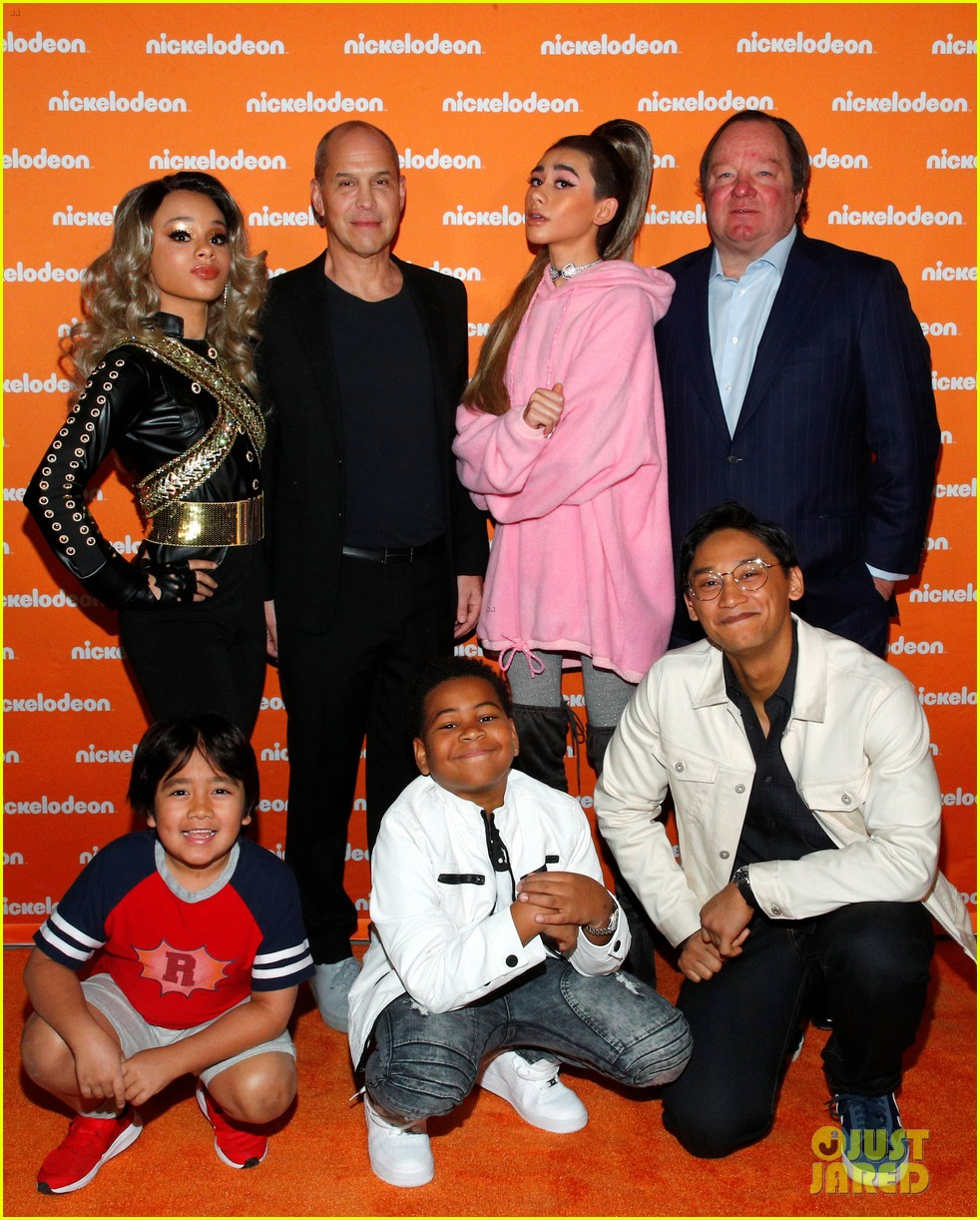 nathan janak gabrielle green dress up as ariana grande beyonce for nickelodeon event 01