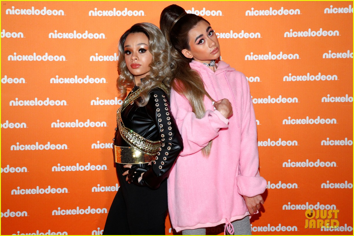 nathan janak gabrielle green dress up as ariana grande beyonce for nickelodeon event 03