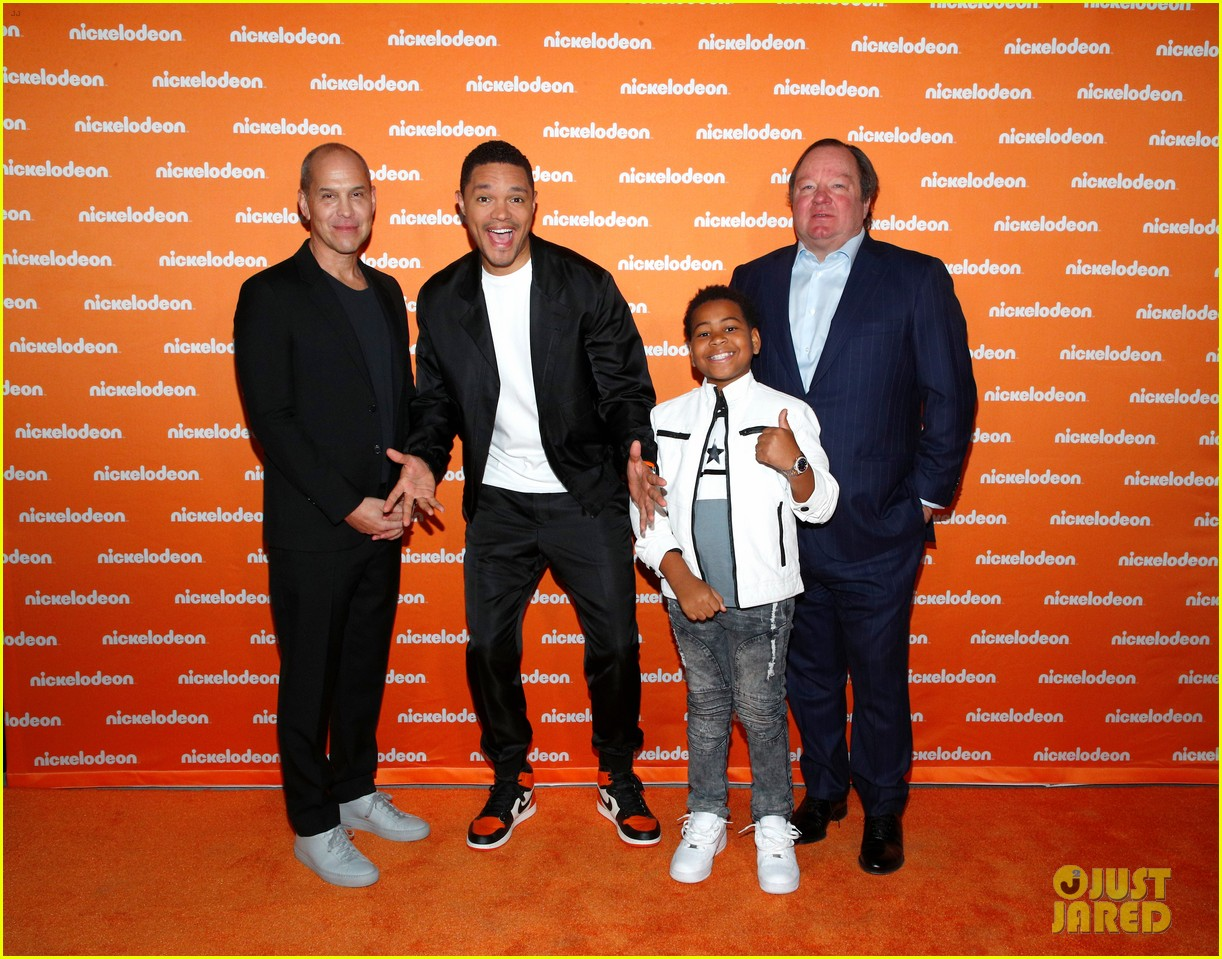nathan janak gabrielle green dress up as ariana grande beyonce for nickelodeon event 04