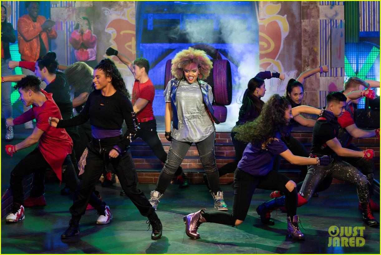 dara renee slays chillin like a villain dance remix 03