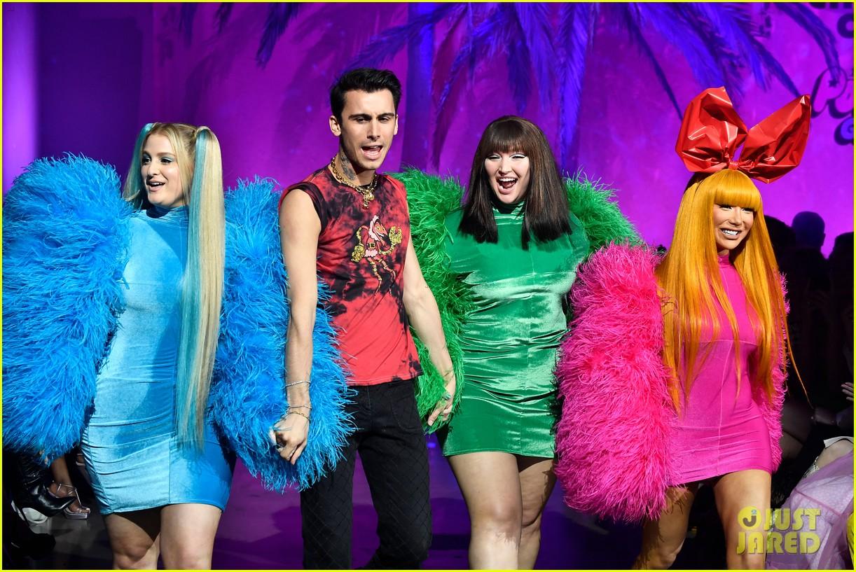 meghan trainor nikita dragun turn into powerpuff girls for christian cowan fashion show 07