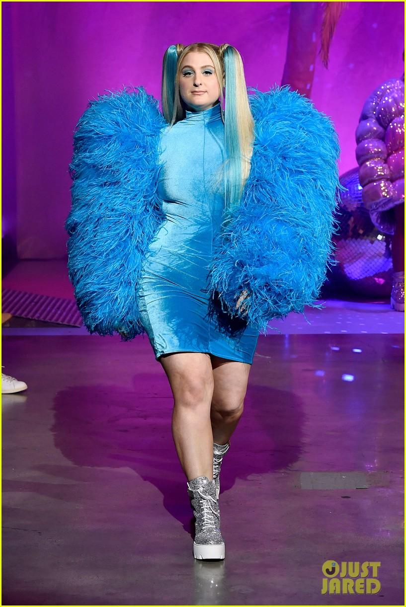 meghan trainor nikita dragun turn into powerpuff girls for christian cowan fashion show 22