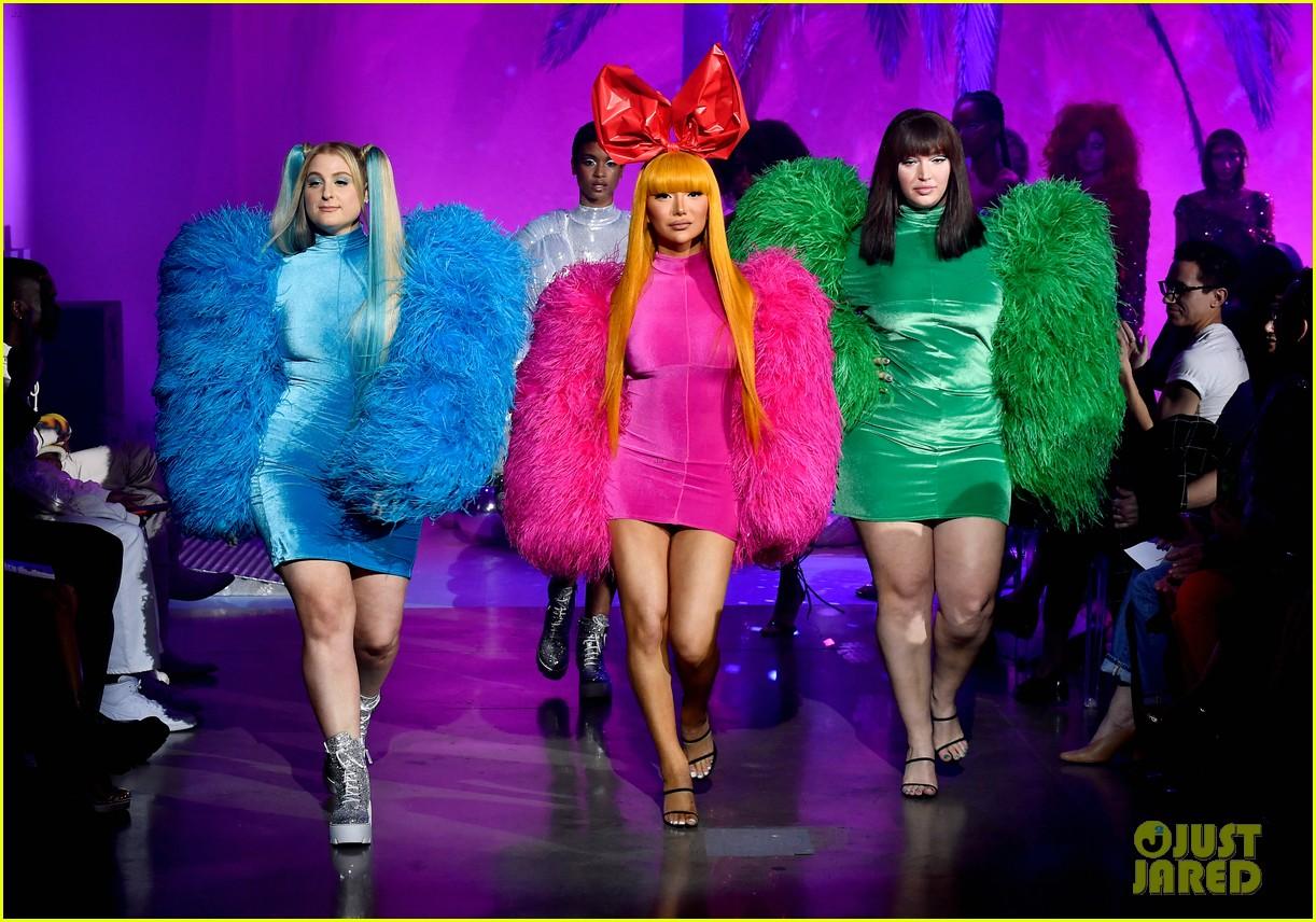 meghan trainor nikita dragun turn into powerpuff girls for christian cowan fashion show 23