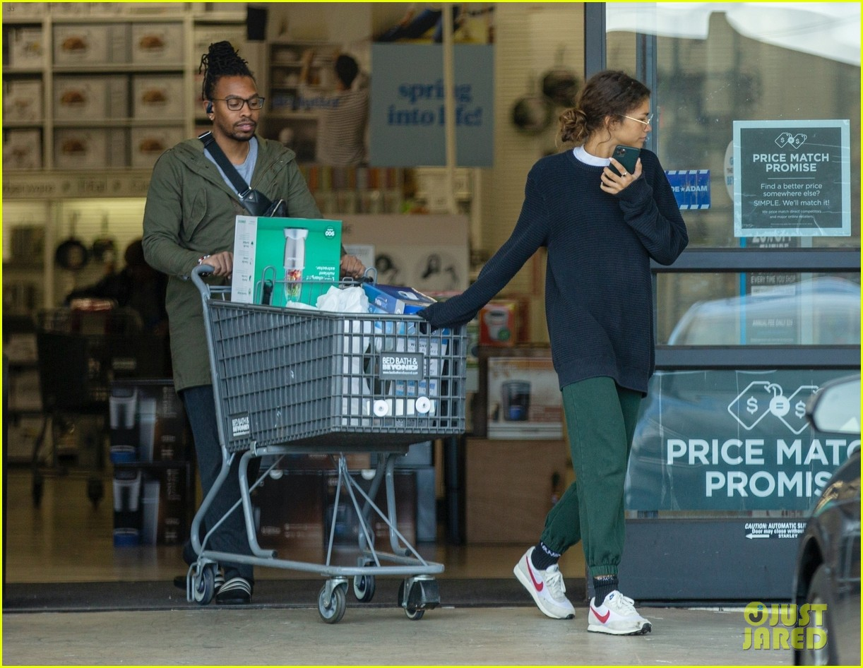 zendaya shopping march 2020 04