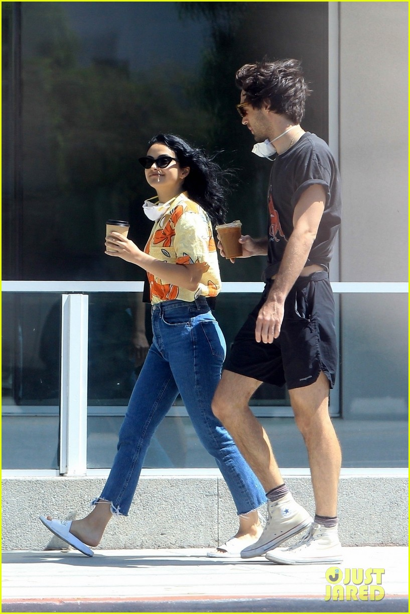 camila mendes picks up coffee to go with grayson vaughan 01