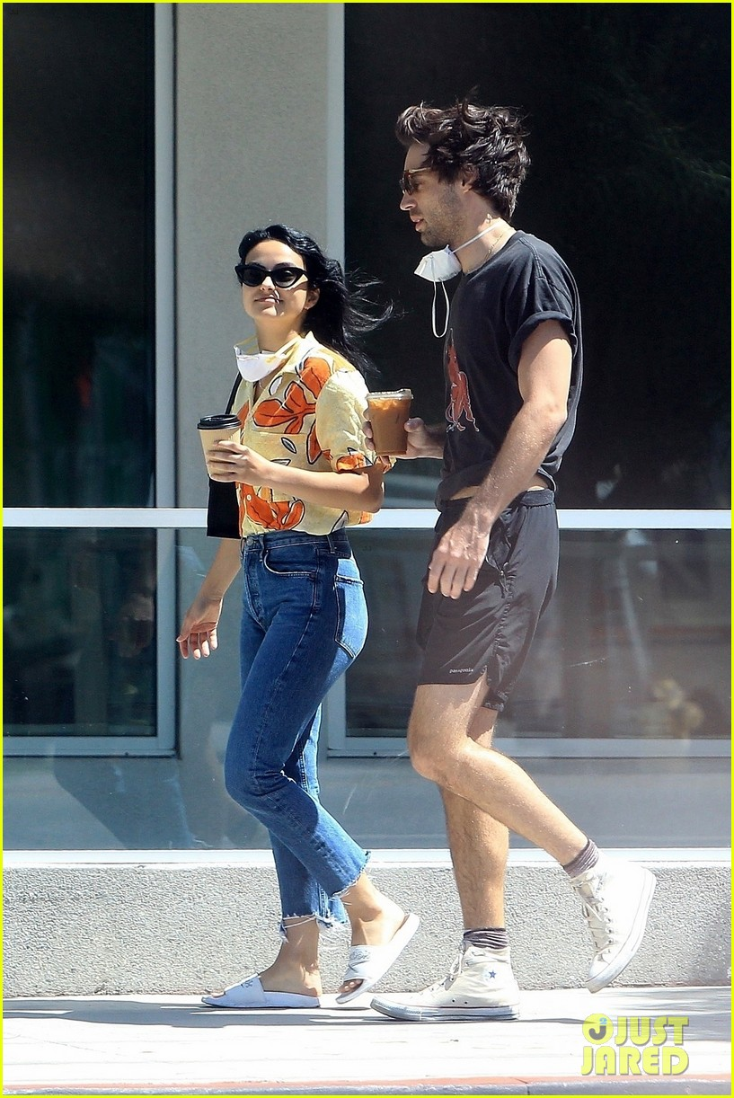 camila mendes picks up coffee to go with grayson vaughan 05