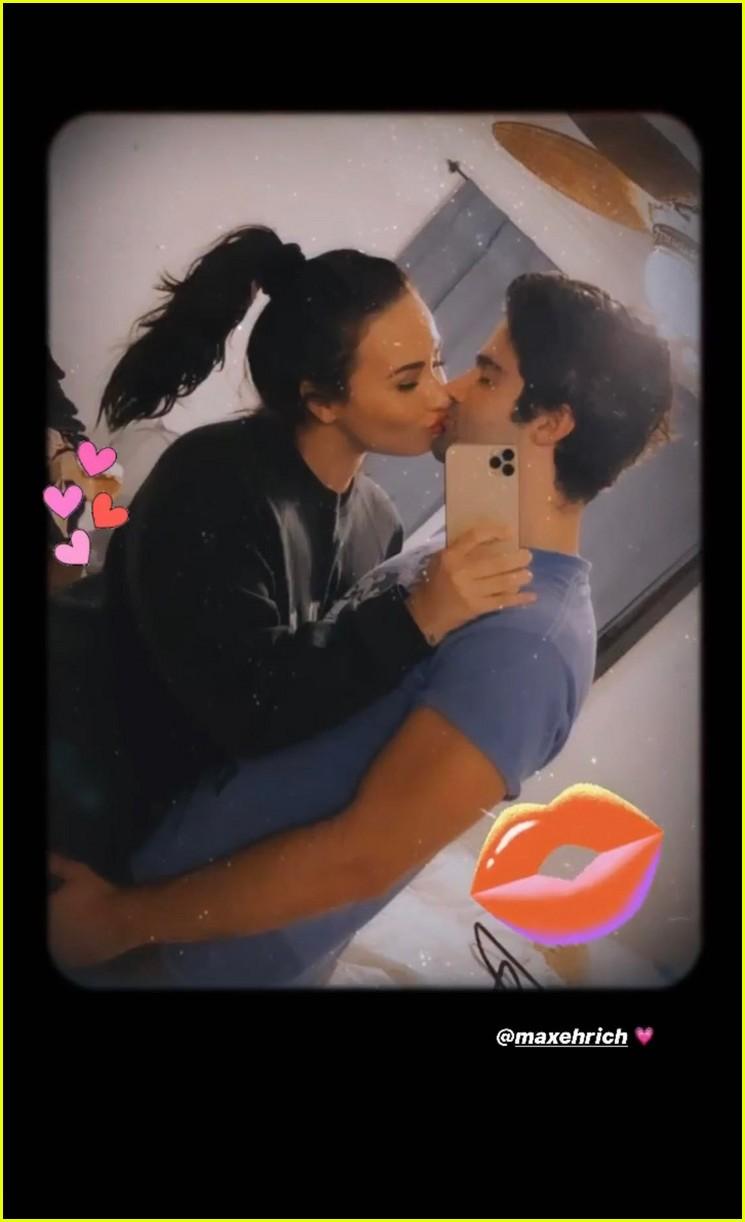 demi kiss