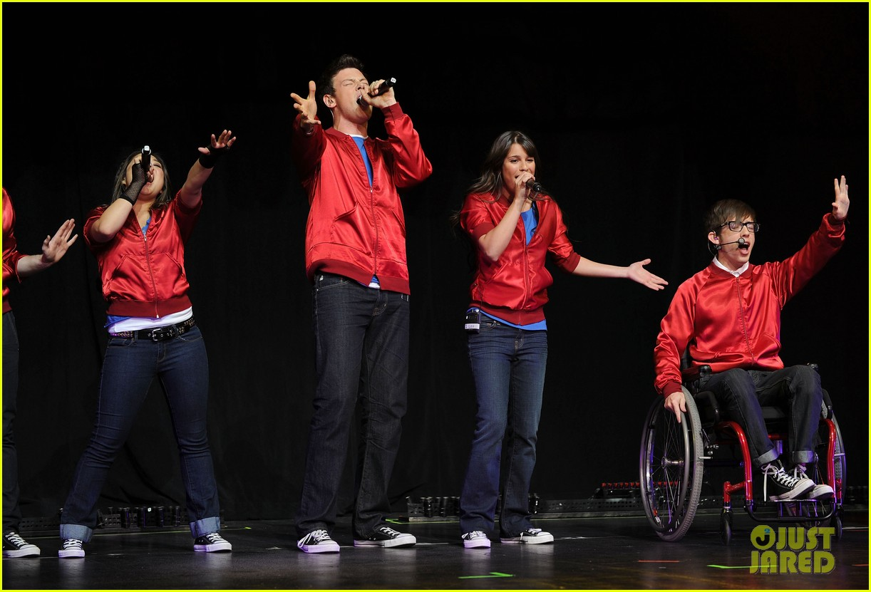 glee cast perform at radio city music hall throwback thursday 02