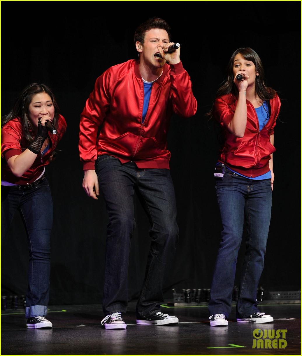 glee cast perform at radio city music hall throwback thursday 13