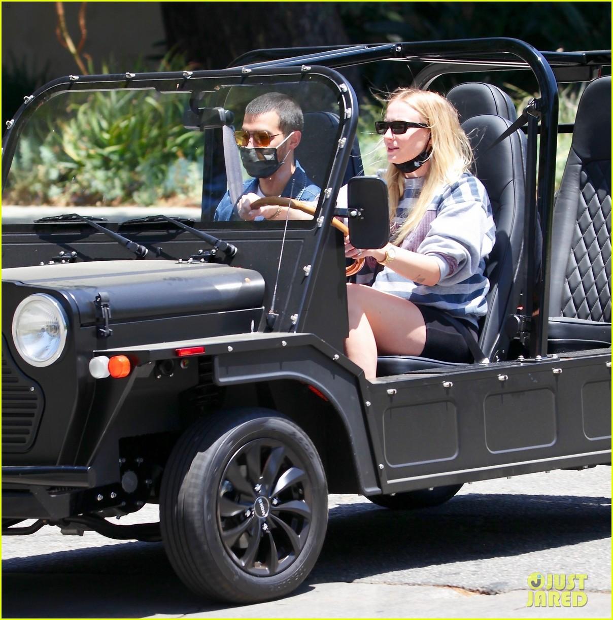joe jonas sophie turner go for a drive 04