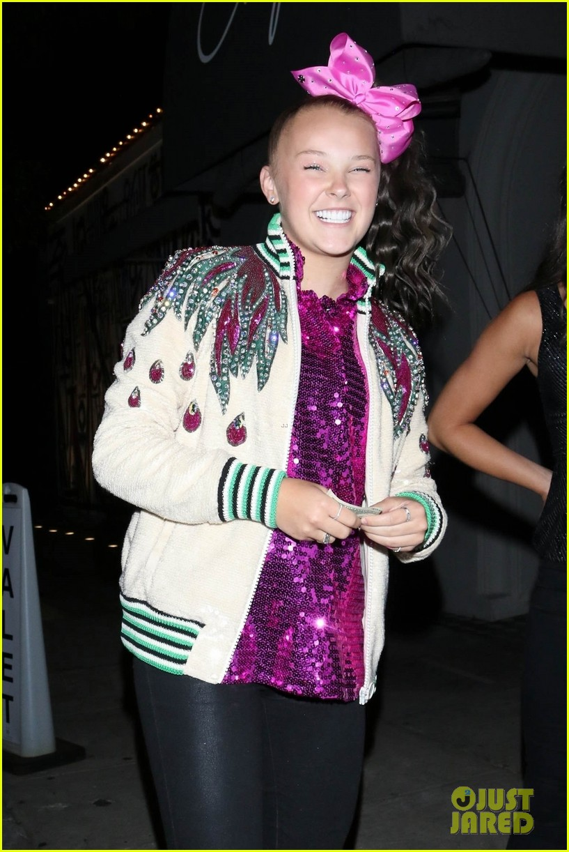 jojo siwa takes her new hair out on the town 02