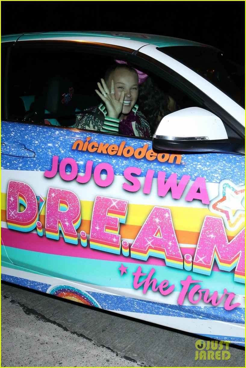 jojo siwa takes her new hair out on the town 04