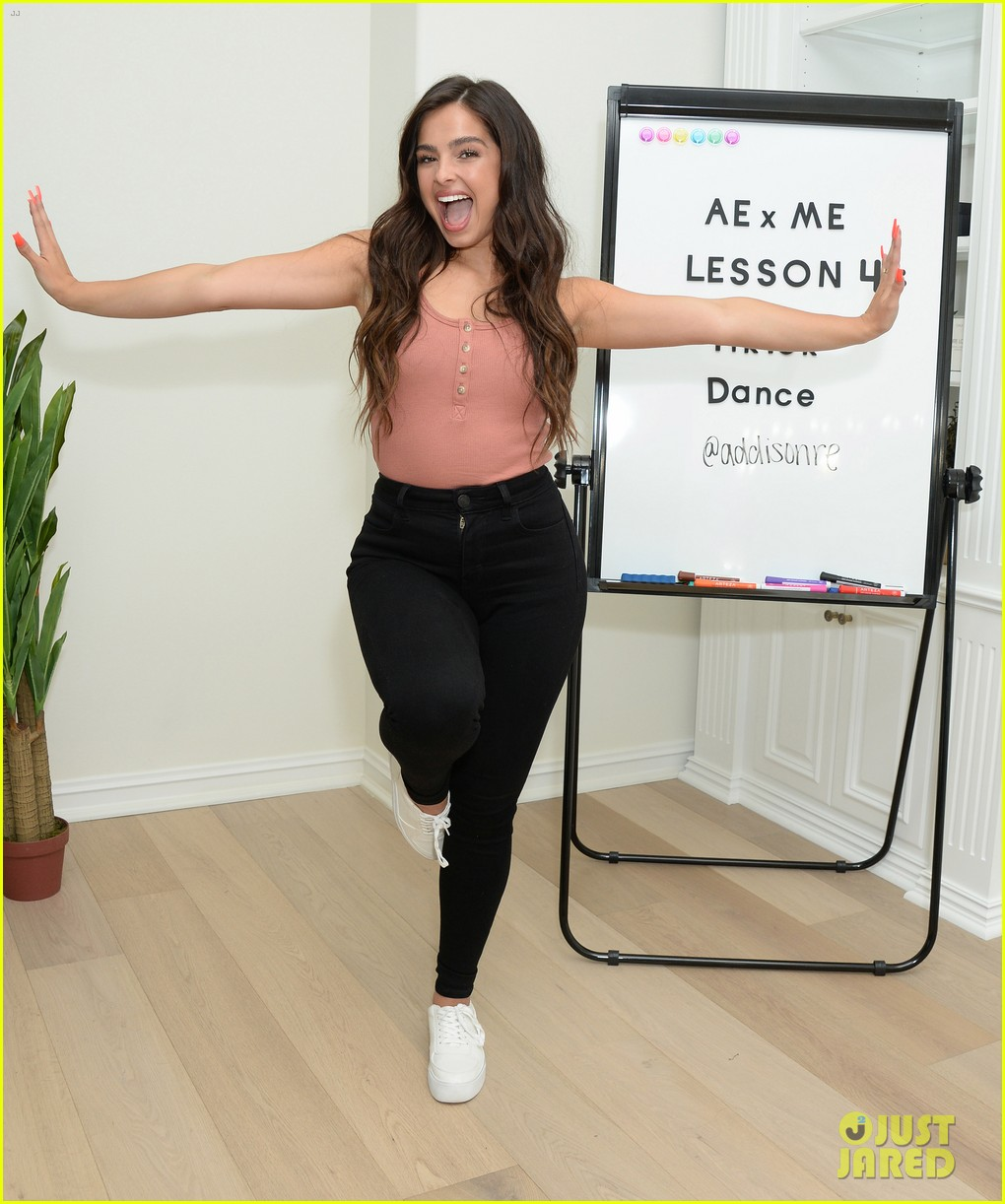 Addison Rae Had So Much Fun Giving A Tiktok Dance Tutorial With American Eagle Photo 1296084 Addison Rae Pictures Just Jared Jr