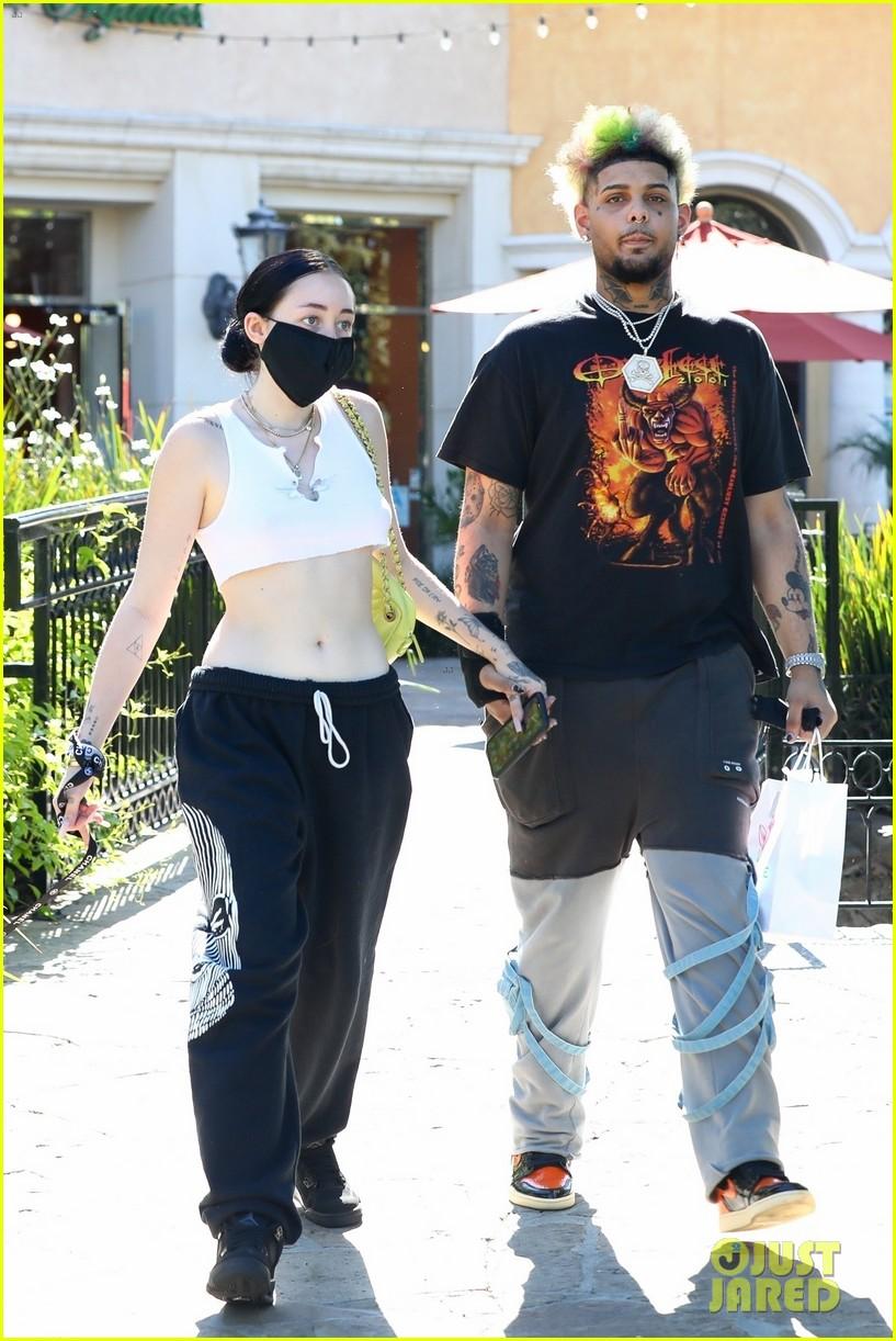noah cyrus confirms relationship smokepurpp holding hands 03