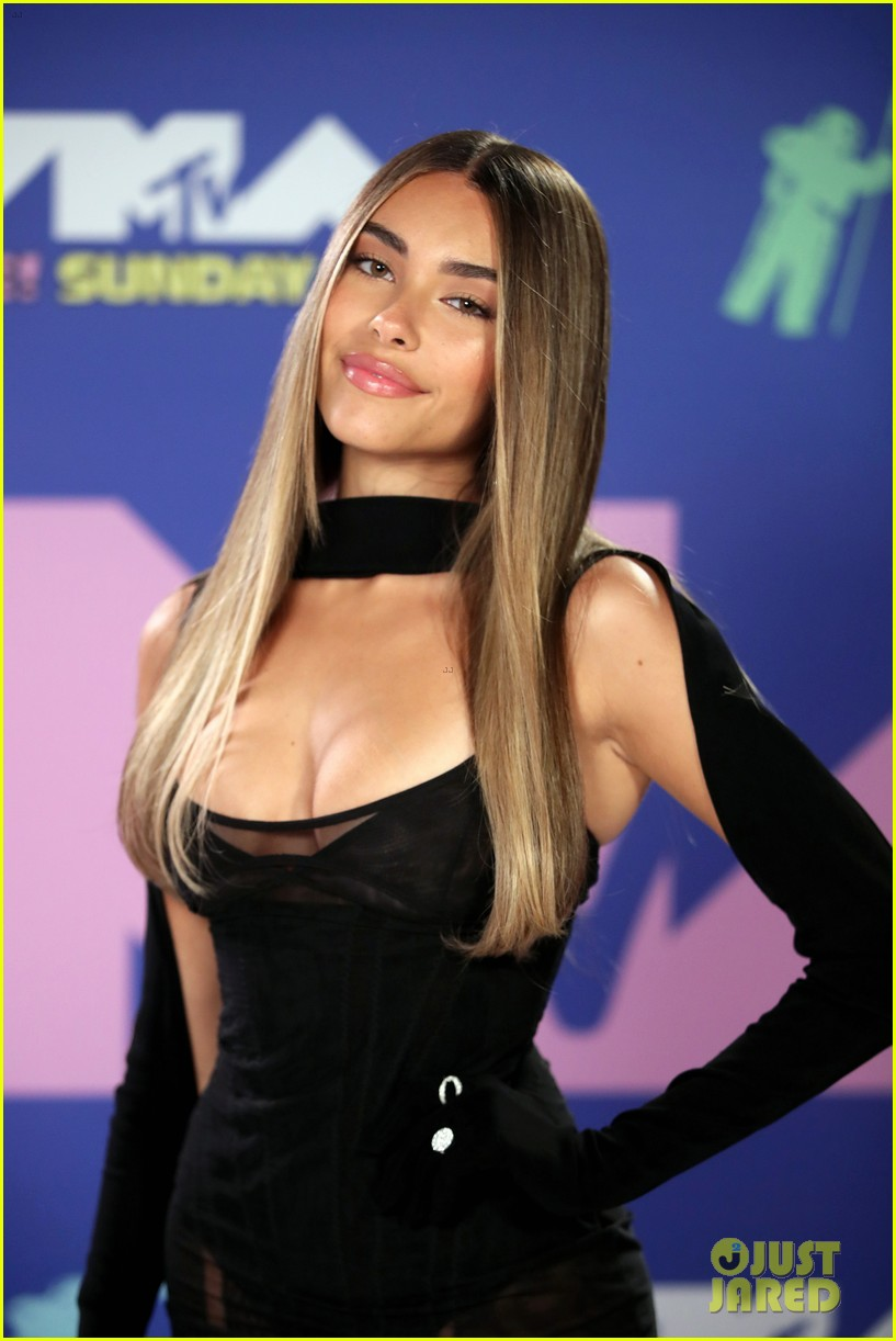 madison beer dons lbd at mtv vmas 2020 01