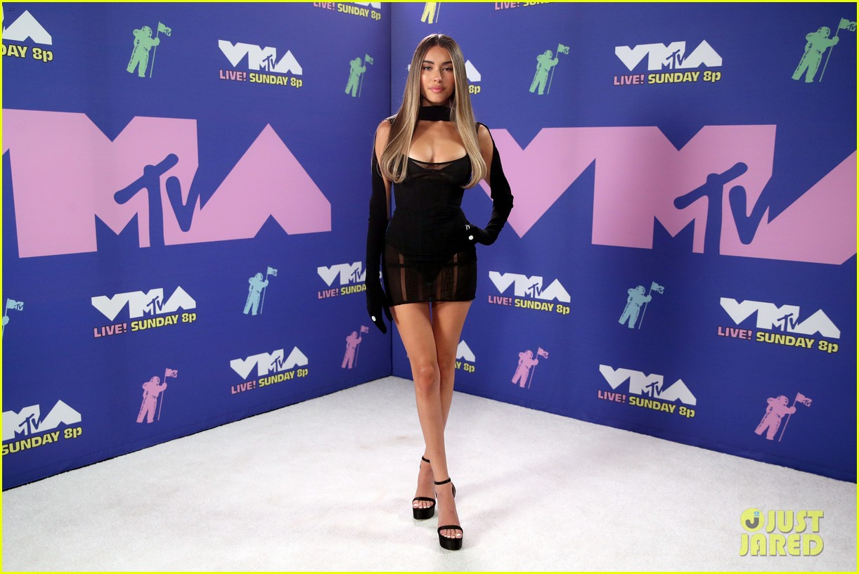 madison beer dons lbd at mtv vmas 2020 02