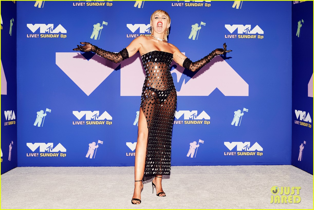 miley cyrus goes sheer at mtv vmas 2020 01