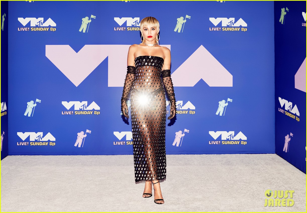 miley cyrus goes sheer at mtv vmas 2020 02
